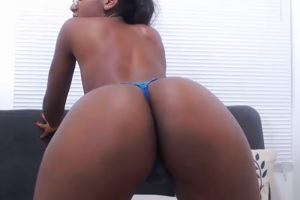 Black girl dildos her pussy and ass on web cam
